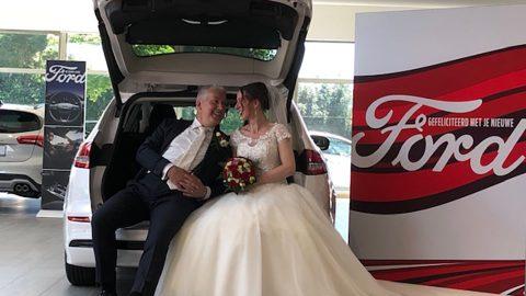 Afbeelding voor Bruidspaar kiest Auto van der Burgh als bijzondere fotolocatie